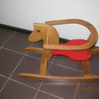 Дървено конче люлка